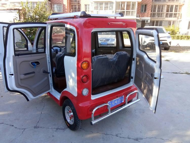 老年代步车市场鱼龙混杂 竟能定制选装加油箱?